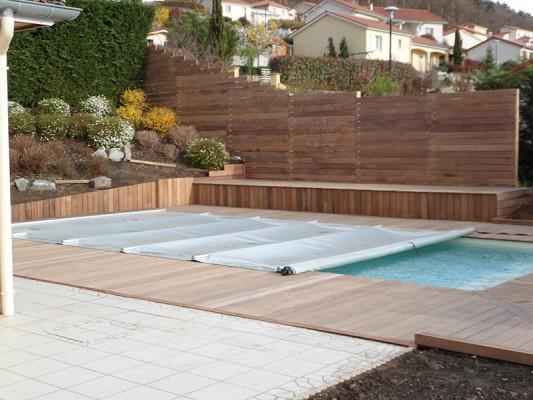 Terrasse bois piscine par besqueut romain autour de rh ne for Piscine bois rhone